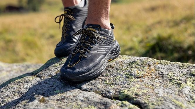 Laufbekleidung und Laufschuhe mit GORE-TEX